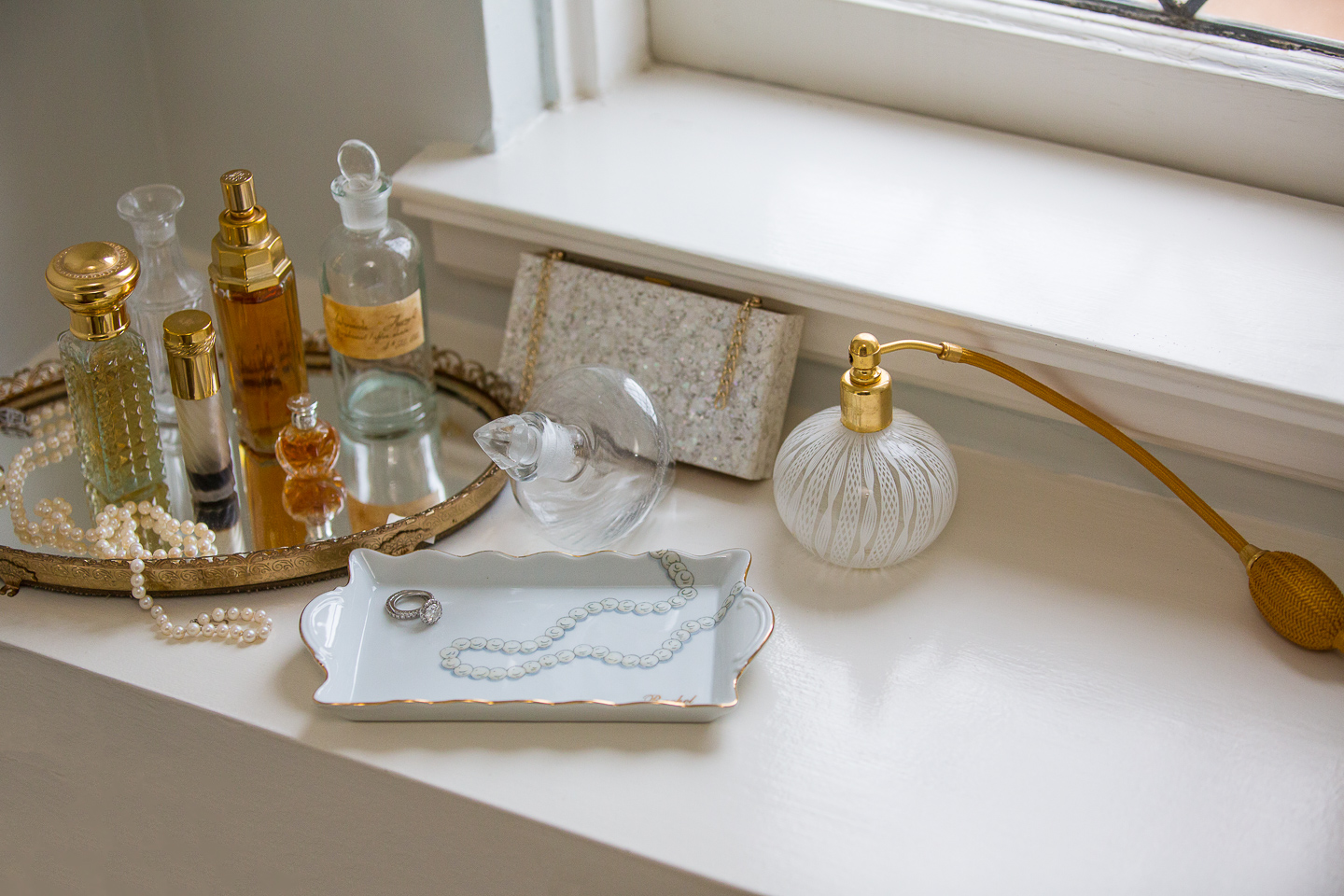 The pearl scalloped tray