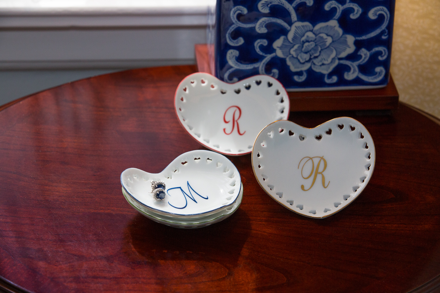 Heart-shapped porcelain jewelry holders