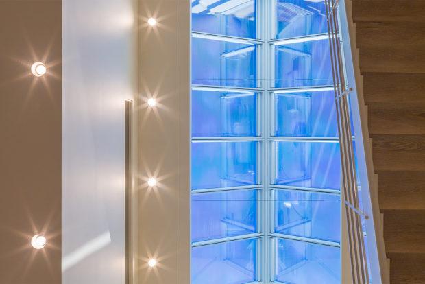residence 08 triple story atrium